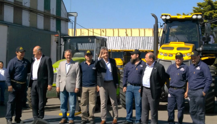 PAUNY HAS SOLD ITS TRACTOR OF NUMBER 15,000  AND THE PRESIDENT MAURICIO MACRI VISITED THE LAS VARILLAS PLANT.
